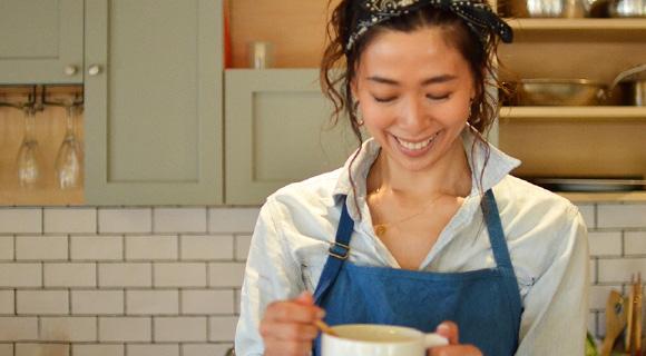 モデルの野沢和香さんがバイタミックスでつくる簡単でお洒落なヘルシーレシピ