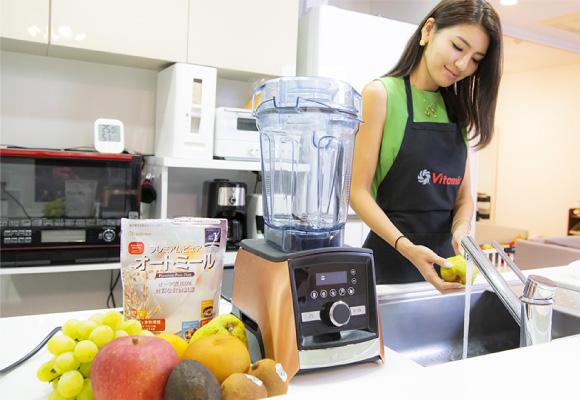 バイタミックスで作る朝のスープも、最近のマイブームに。